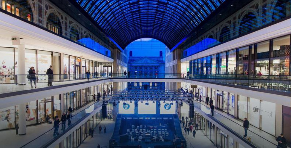 Keeping galleries and shopping center clean